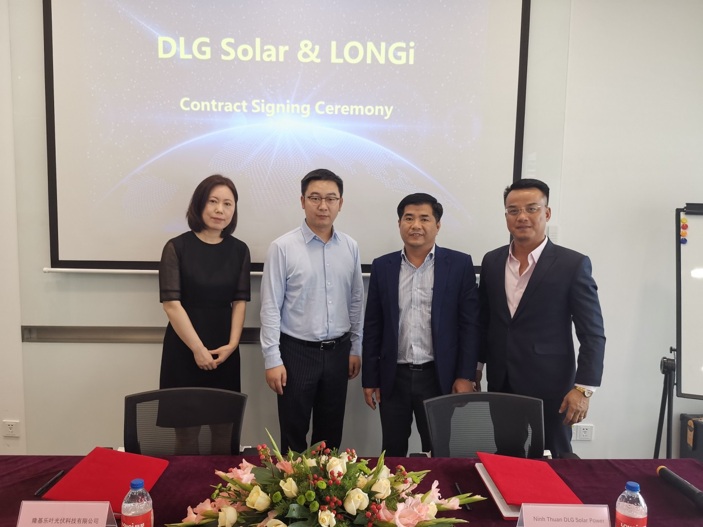 The LONGi-DLG Solar deal concerns the 72-cell HI-MO 4 variant, with each panel designed with a maximum power output of 440W. (Image credit: LONGi Solar)