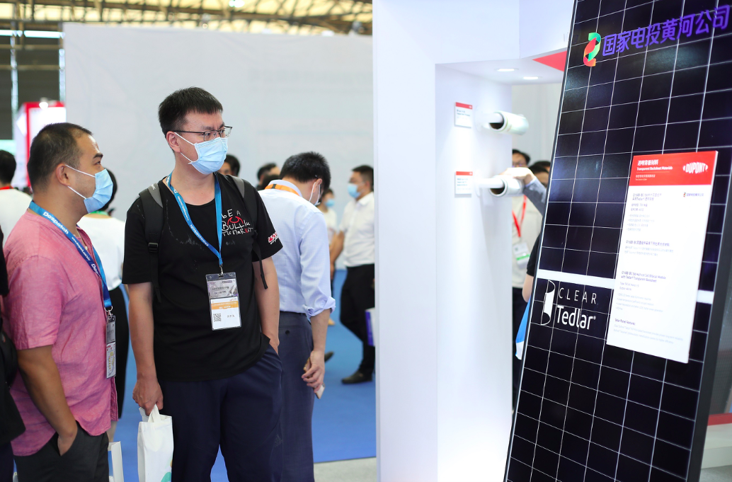 DuPont showcases the latest solar panels with Clear Tedlar ® backsheet from leading module manufacturers