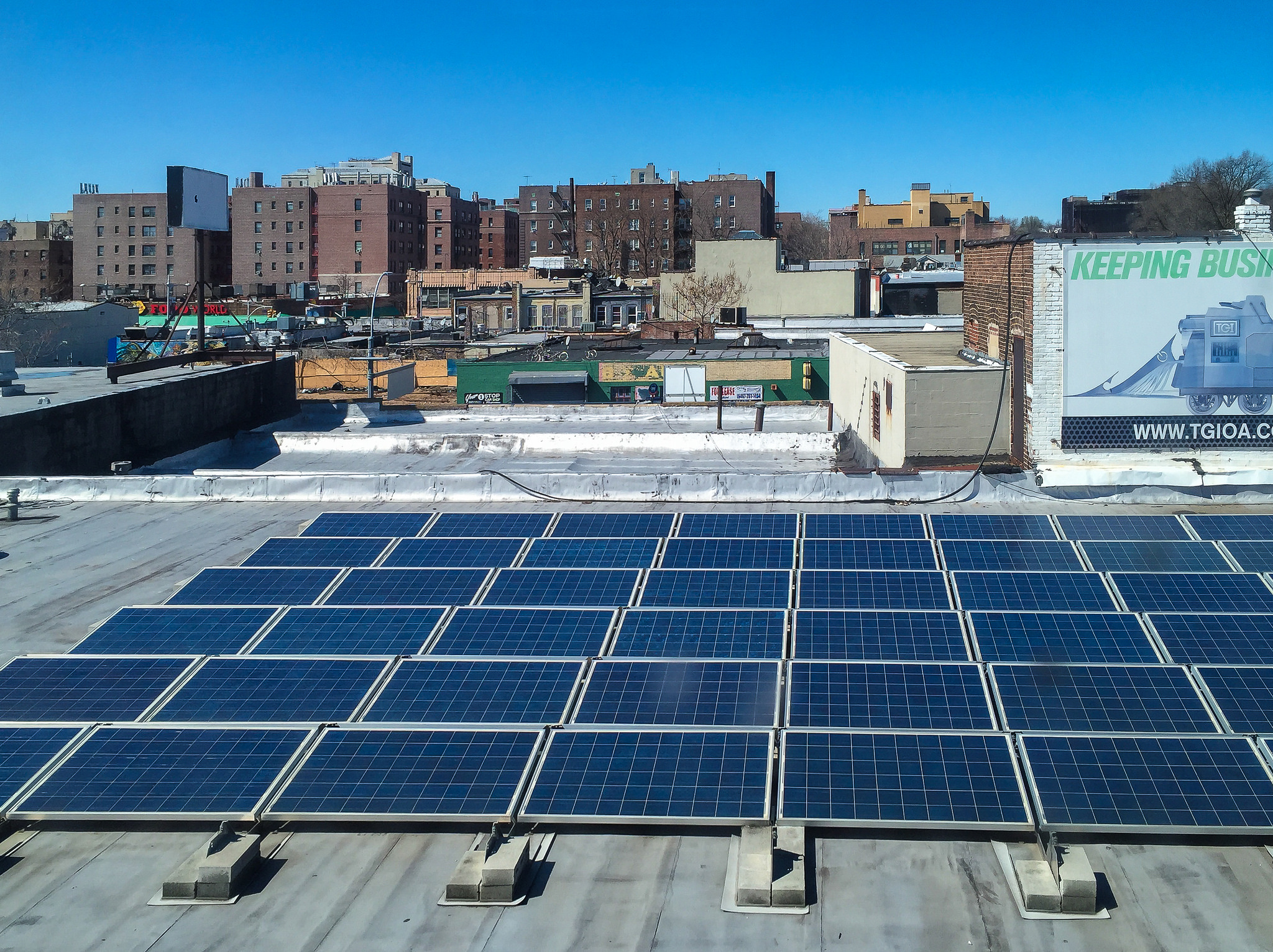 If all of the solar installations at US K-12 schools were combined, it represents a total generation capacity of 910MW. Image: Steven Pisano / Flickr