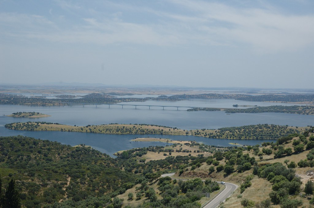EDP's proposals would see 10,000 panels built over Ciel&Terre platforms at the Alqueva reservoir (Credit: Flickr / Honza Soukup)