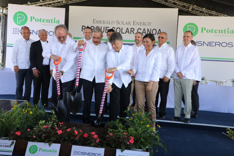 The groundbreaking ceremony for the site was held in the Dominican Republic and was attended by the President of the Dominican Republic, Danilo Medina. Image: Comision Nacional De Energia