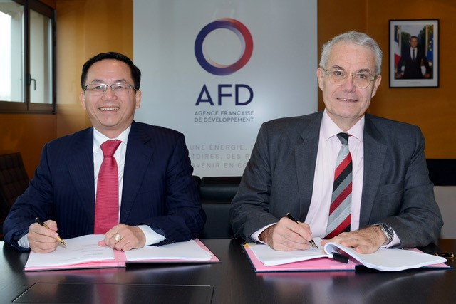 Signing of the Credit Agreement for the Se San 4 Solar Power Plant Project between representatives EVN leader - Mr. Nguyen Xuan Nam, Deputy General Director and AFD representative - Mr. Rémi Genevey, Director of Asia Department of AFD. Credit: AFD