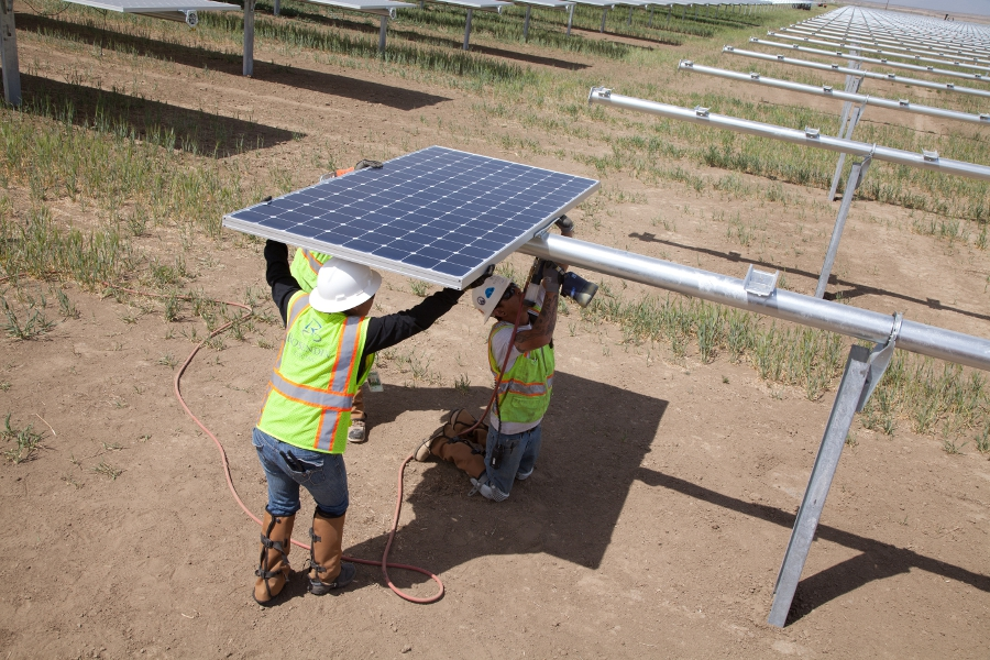 SunPower is using its Oasis Power Plant technology for rapid and cost-effective deployment. Credit: SunPower