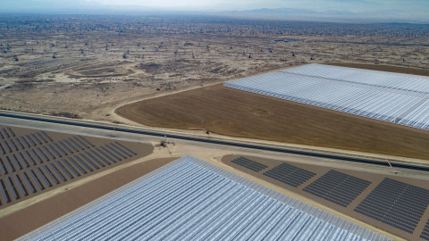 The hybrid solar project will be comprised of both an 850MW solar thermal facility and a 26.5MW PV facility. Image: Aera Energy