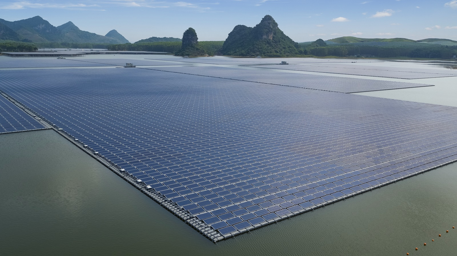 A floating solar install in China's Guangxi Province. Image: Sungrow.