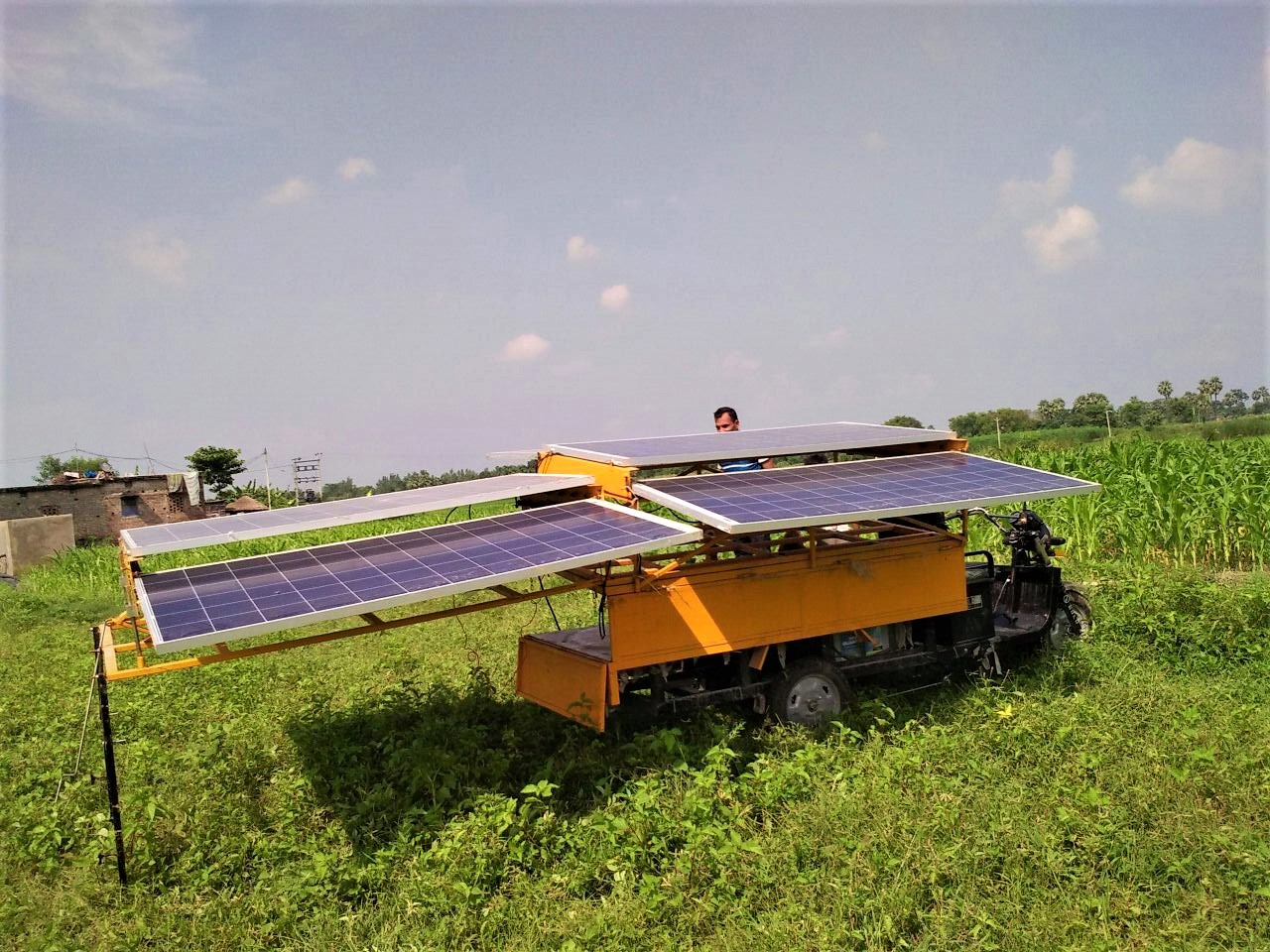 A solar irrigation rickshaw. Credit: Claro Energy