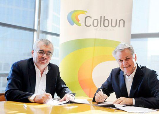 Hugo Vits, Director-Asset Management at First Solar; and Thomas Keller, General Manager of Colbún both signed off on the deal. Image: Colbún