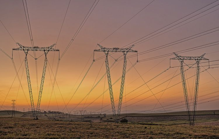 NERSA will investigation whether Eskom is in contravention of its utility licence by refusing to sign the existing PPAs. Source: Flickr/Gavin Fordham