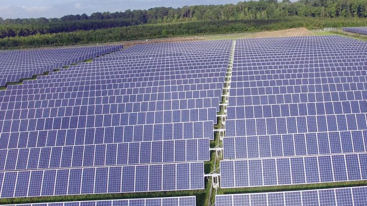 Fifth Third Bank  recently became the first Fortune 500 Company to achieve 100% renewable power with the opening of the 120MW Aulander Holloman Solar Facility in North Carolina back in August 2019. Image: Fifth Third