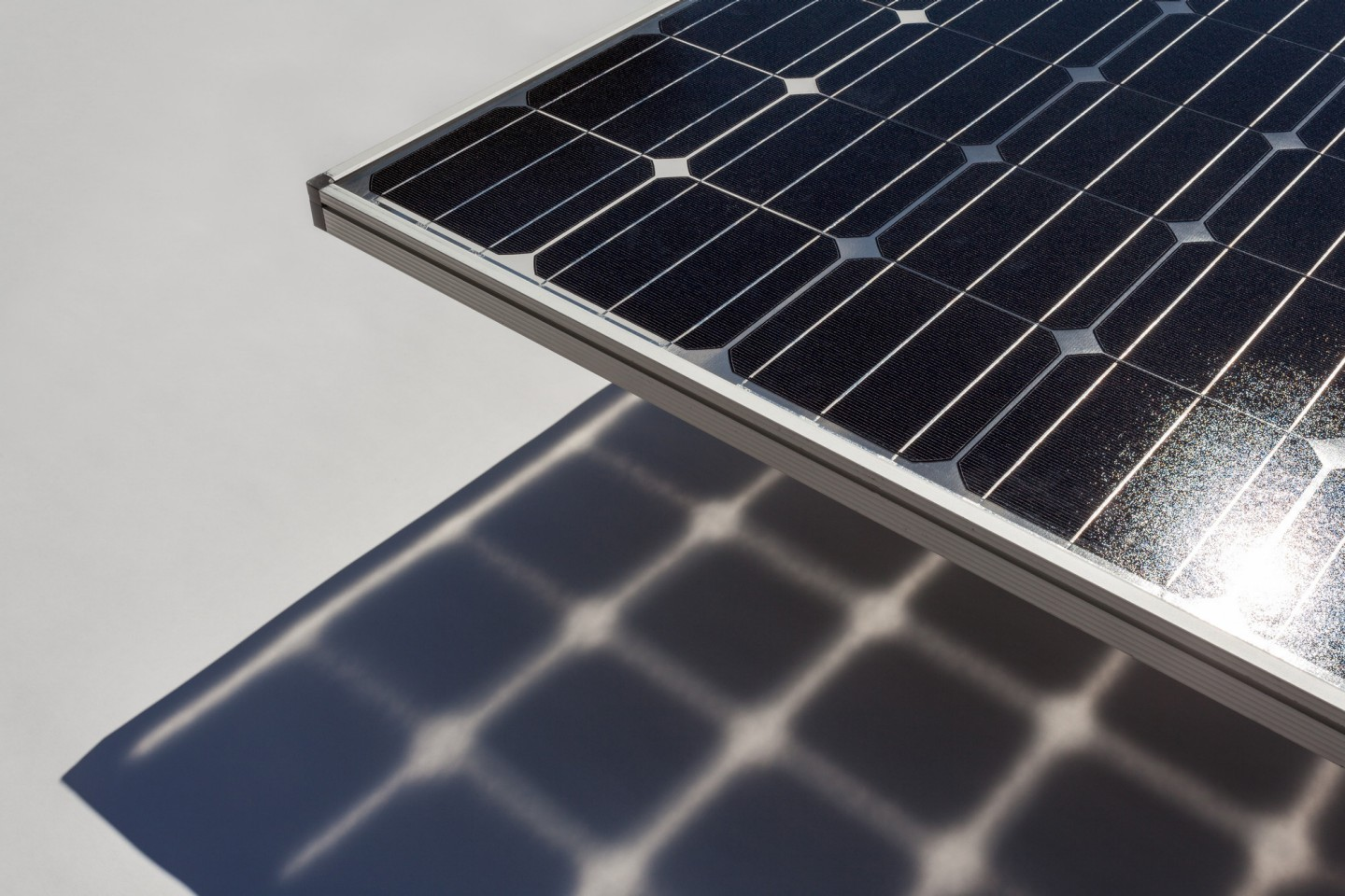 Users can now investigate the effect of a second photoactive side of the solar cell within the module stack. Image: Fraunhofer ISE