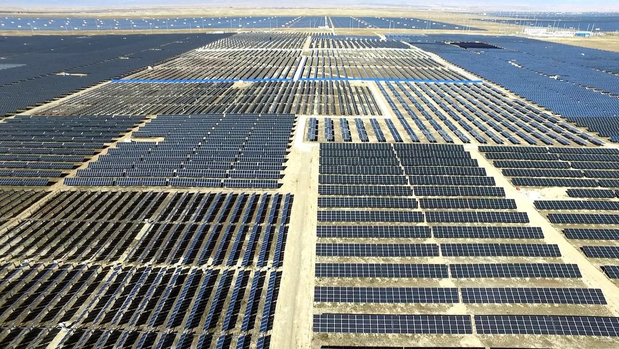 The hundred-megawatt solar power demonstration base built in 2016