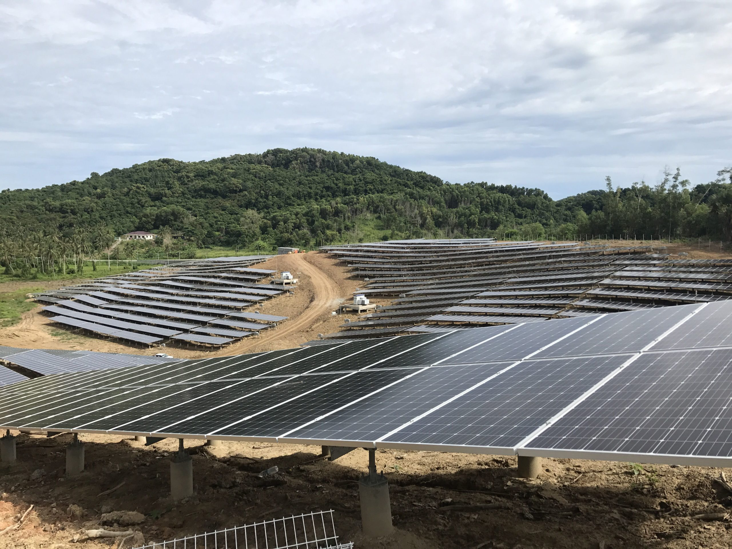 Malaysia's first 50MW (AC) utility-scale PV plant project, part of Energy Commission of Malaysia's (EC) Request for Proposal (RfP) and auction for up to 460MW (AC) of large-scale solar capacity, included a project located in Kudat, Sabah, a fairly mountainous and remote region of the northern tip of Borneo Island, also known for its significant Hakka Chinese minority communities. Image: Huawei