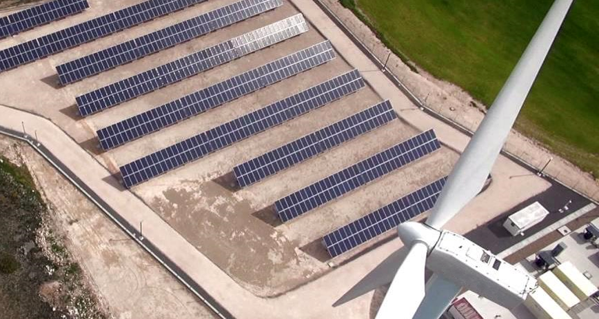 A hybrid project that combines solar, wind and energy storage developed by Siemens Gamesa Renewable Energy. Image: Siemens Gamesa.