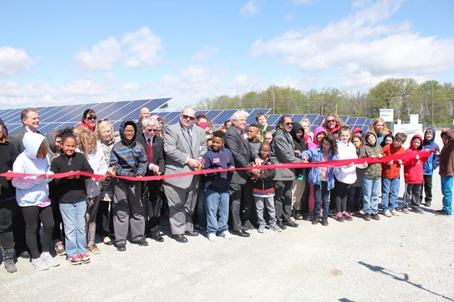 AML&P and IMPA representatives at the ribbon cutting ceremony with mayor Tom Broderick. Source: Indiana Municipal Power Agency
