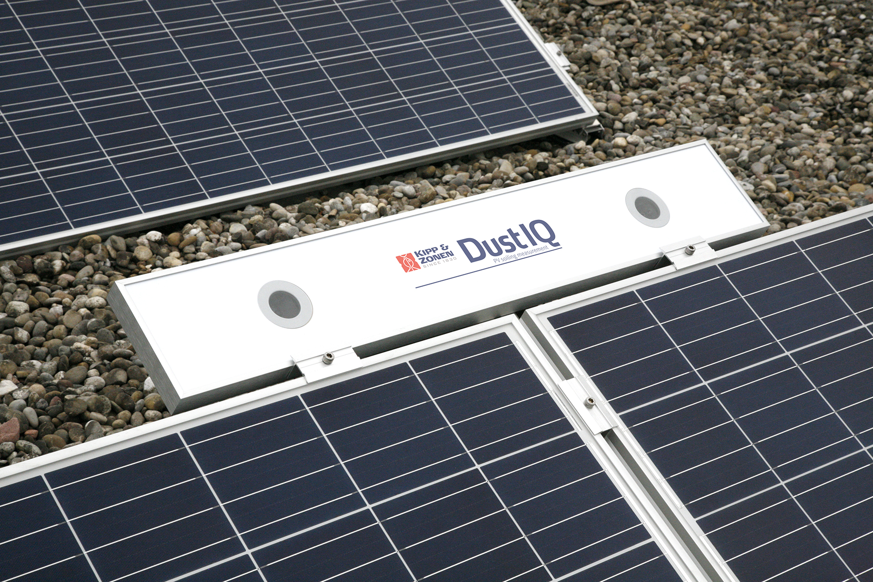 'DustIQ' measures the soiling ratio (SR) and can be easily added to new or existing solar arrays and integrated into plant management systems.Image: Kipp & Zonen