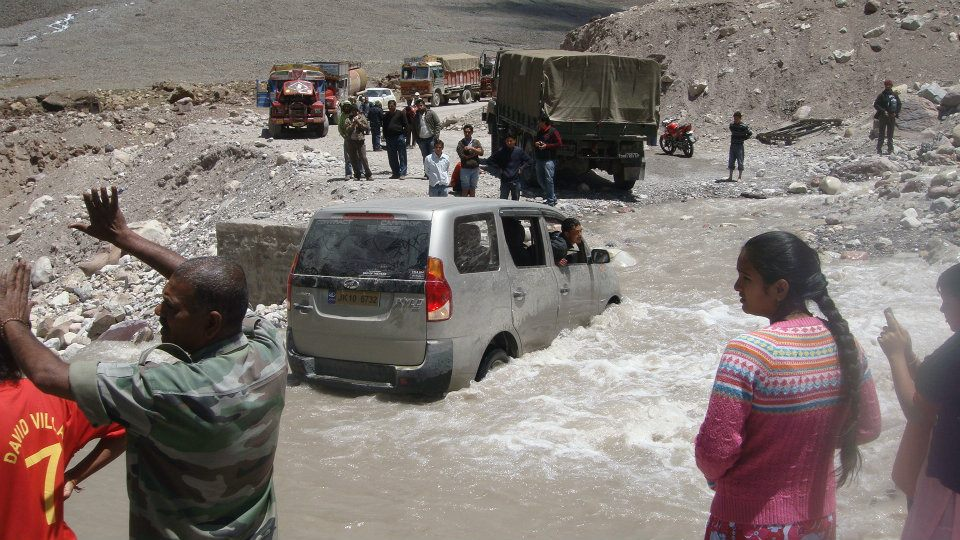 Hold up at a glacier melt on the Manali-Leh highway. Credit: Tom Kenning