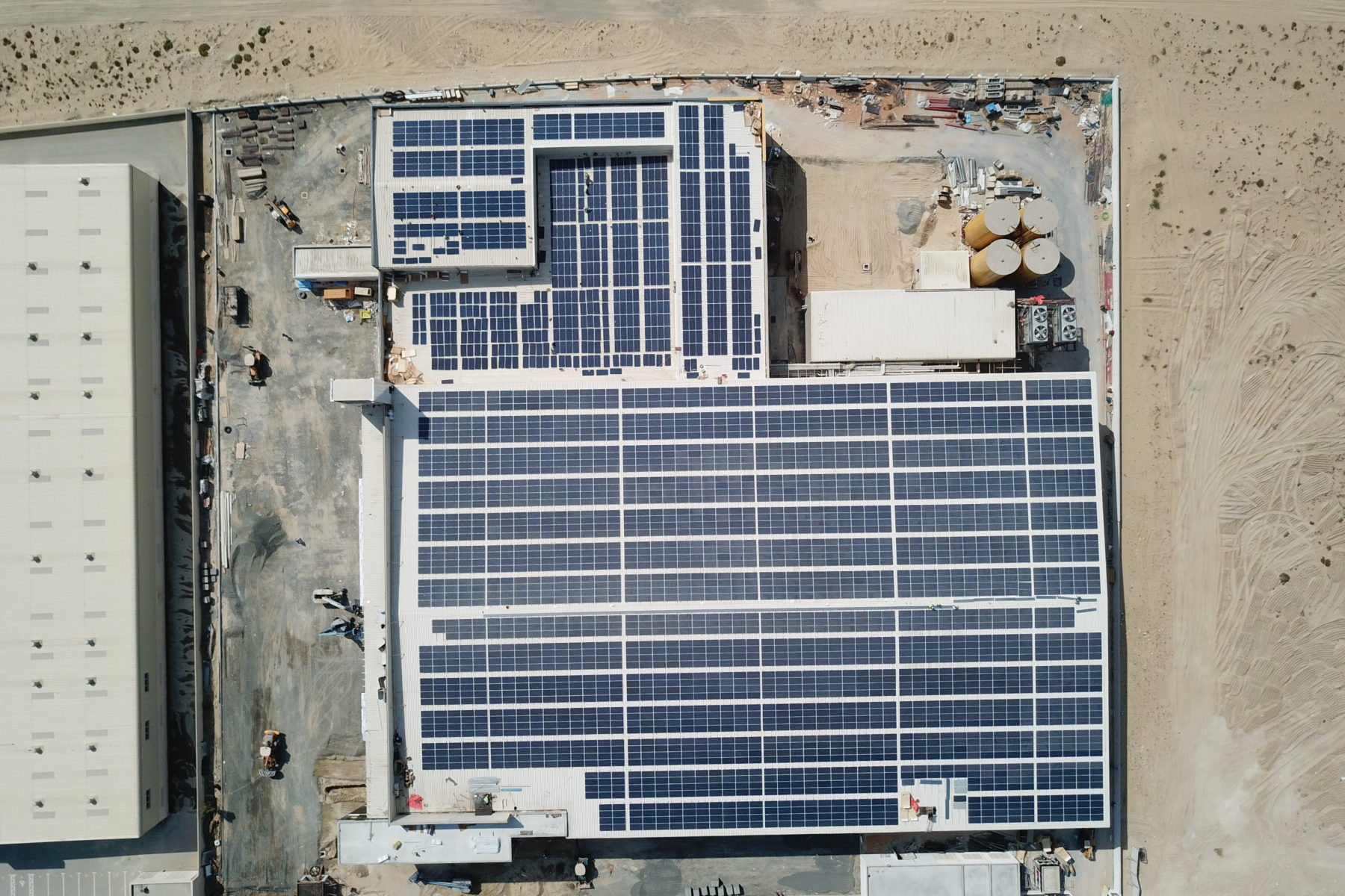 The Masterbaker project near Dubai features modules with Canadian Solar dual-glass 72 cells (Credit: Enerwhere)