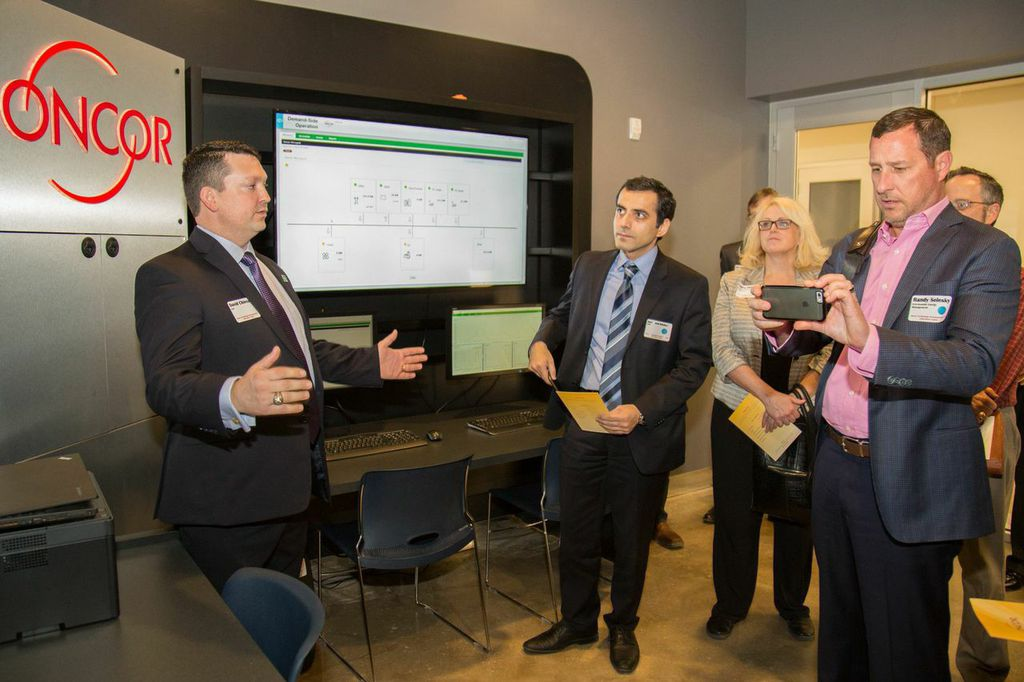 Visitors are shown around the control room of an existing microgrid project by Oncor and S&C Electric in Texas. Image: S&C Electric / Oncor.
