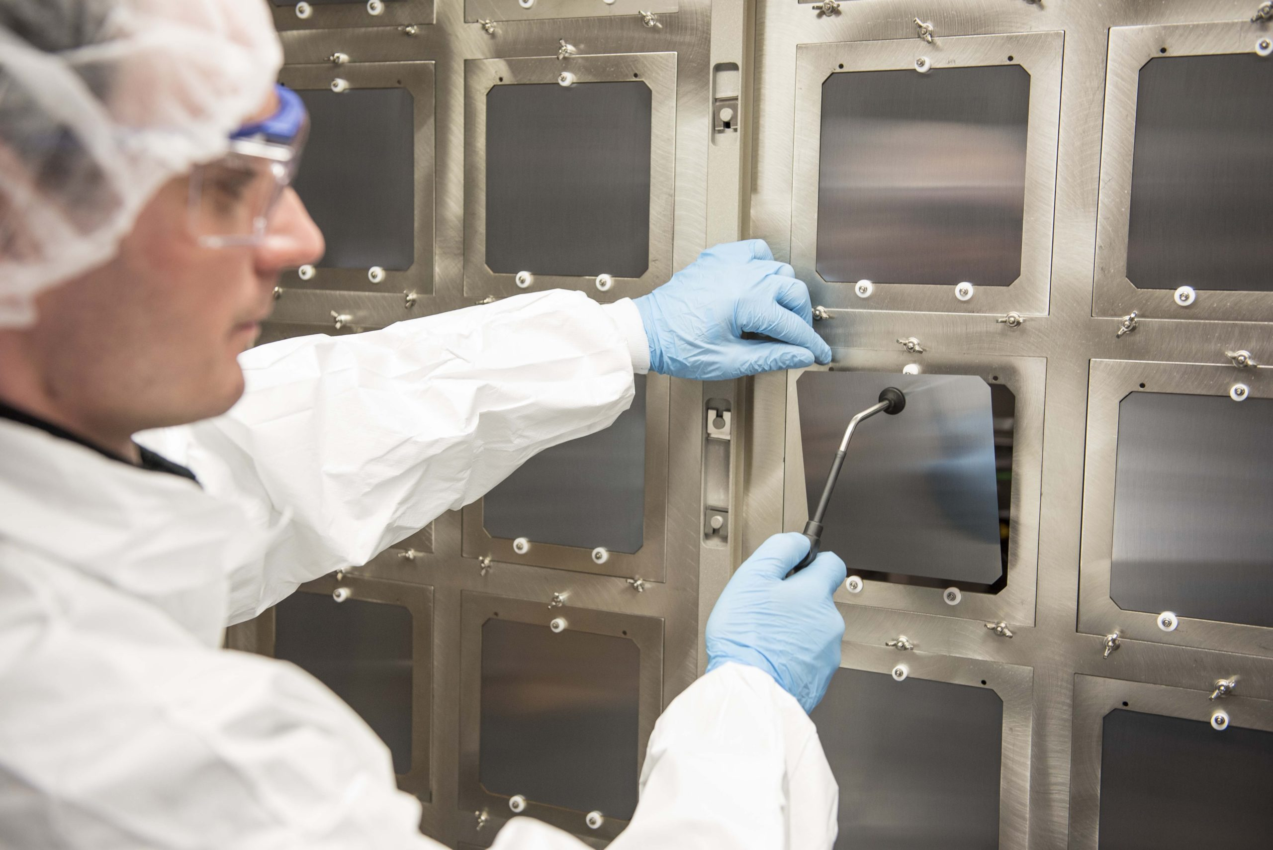 Oxford PV's latest record for a 1 cm2 perovskite-silicon tandem solar, exceeds the 26.7% efficiency world record for a single-junction silicon solar cell. Image: Oxford PV