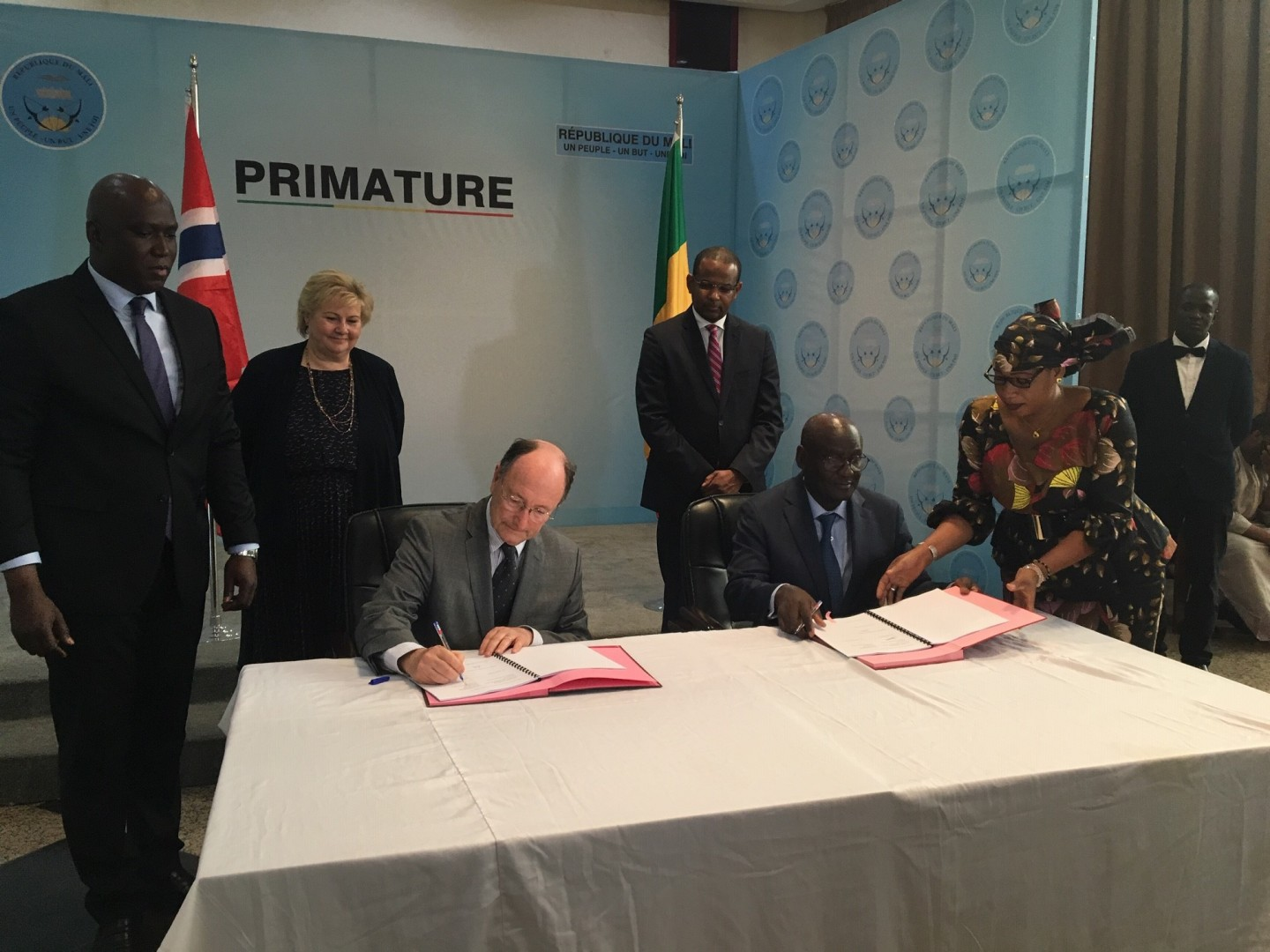 Norway and Mali's prime ministers witnessed the deal for 33MW project in Mali (Credit: Scatec Solar)