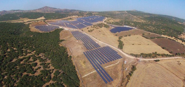 Both facilities were developed using JinkoSolar's high-efficiency solar modules and REFUsol 40K string inverters. Image: Asunim