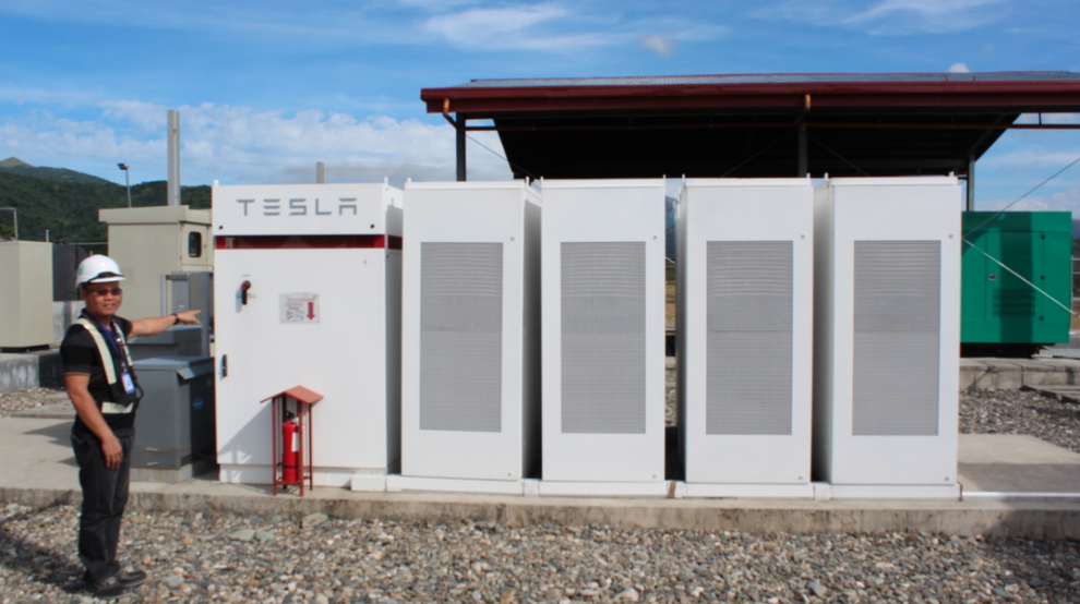 120 Tesla batteries connected in parallel at 1,800kW / 1,500kWh capacity