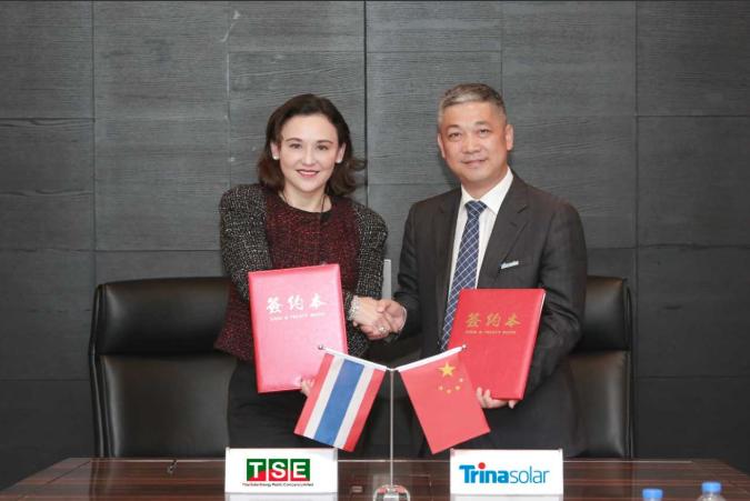 Thai Solar Energy CEO, Dr Cathleen Maleenont, and Yin Rongfang, Trina Solar executive vice president. Credit: TSE / Trina Solar