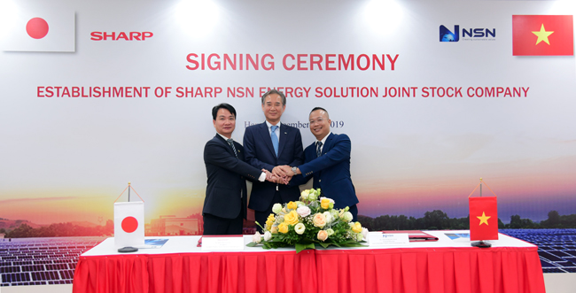 Officials from Sharp and NSN celebrate the JV signing. Image: Sharp.