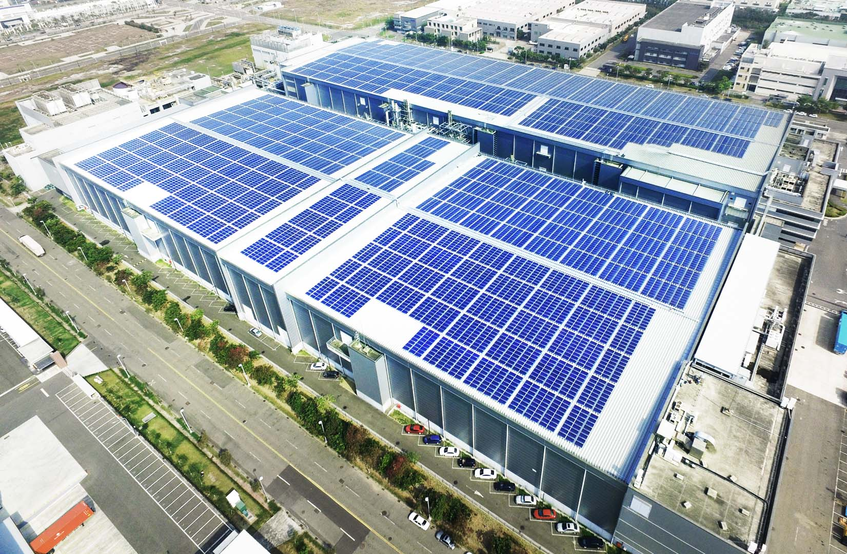 The project at Tainan Technology Industrial Park includes 14,880 modules. Credit: AUO