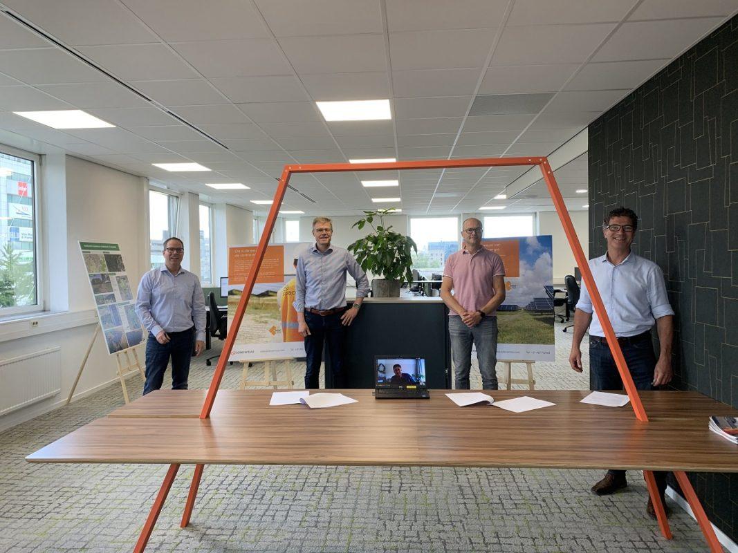 Solarcentury and Rabobank signing the Apeldoorn solar financing deal. Image: Solarcentury.