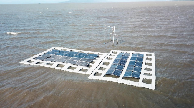 Filipino firm is looking at sustainable aquatic resource management as well as climate change mitigation on the Laguna Lake. Credit: SunAsia Energy