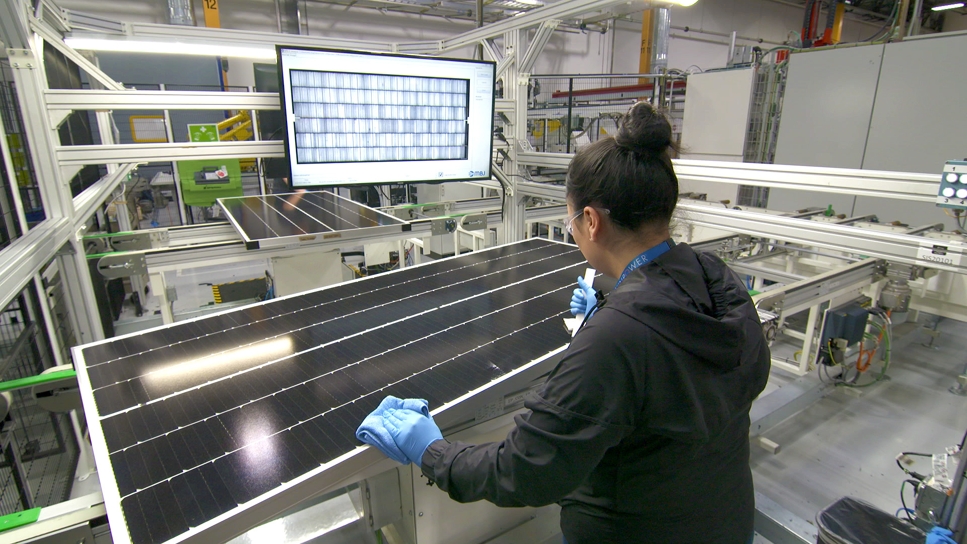 The former SolarWorld Americas facility has been converted to produce SunPower's P Series (19% plus) conversion efficiency modules using its patented 'shingle' cell interconnect technology boosting performance of P-type monocrystalline PERC (Passivated Emitter Rear Cell) technology. Image: SunPower