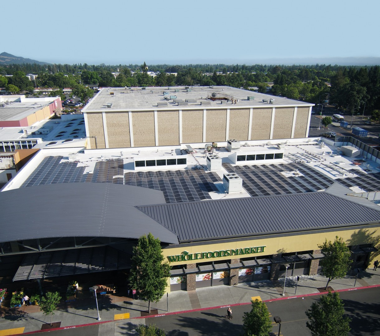 With these PV installations, each Whole Foods grocer is expected to replace 25% of traditional grid energy use on average. Image: SunPower