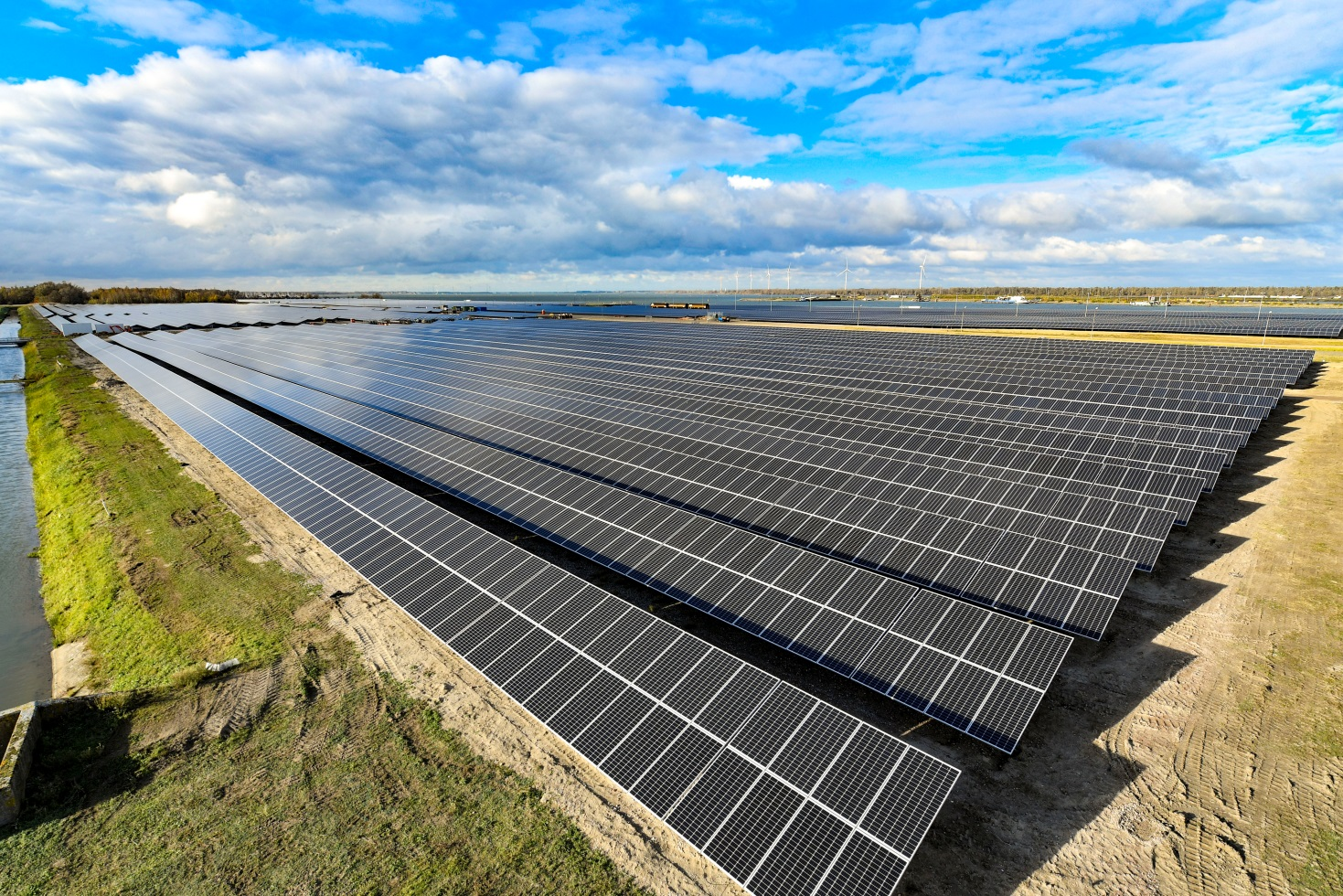 Mercom's latest report has highlighted more than 12GW of solar projects had been acquired in the first quarter of 2020, compared to 5.9GW in the prior year period. Image: Suntech