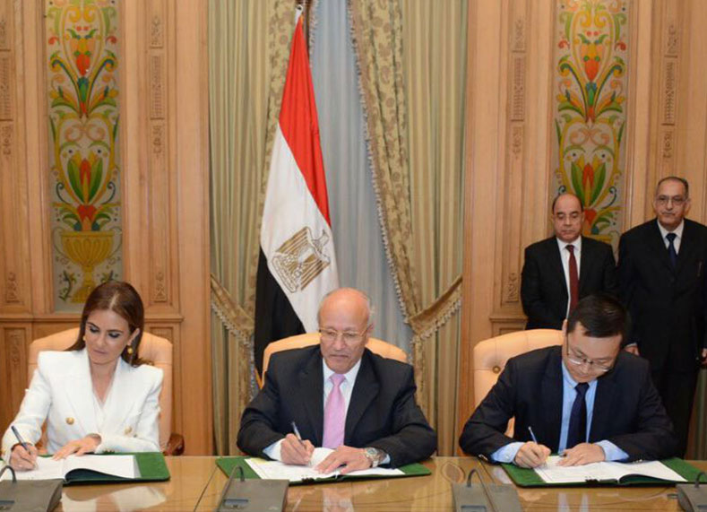 Egypt's Minister of International Cooperation with Egypt's Minister of Military Production signed the MOU with Shin Bin, vice-chairman TBEA at a ceremony in Egypt on July 27.