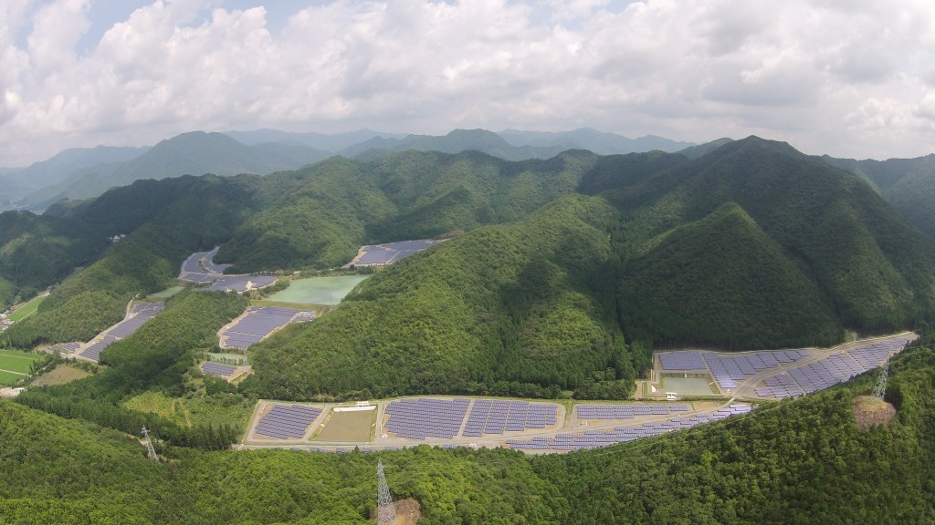 A joint venture comprising Mitsubishi Research Institute, Kyocera, Tokyo Century and Yonden Engineering has completed a 14.5MW solar farm in Hyogo Prefecture, Japan. Image: Kyocera