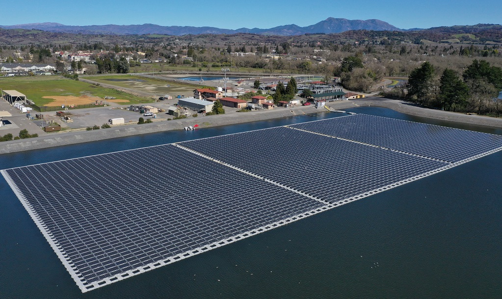 The 1.78MW floating PV park has been developed at a water treatment plant in the town of Windsor. Image: C2 Energy Capital.