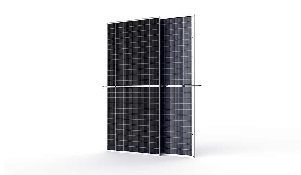 The half-cut 144 (72-cell) glass/glass module is designed for ground-mounted utility-scale PV power plants as well as agro-photovoltaics and expressway sound barrier projects. The 120 half-cut (60-cell) configuration module can be used in utility-scale PV power plants using tracker systems. Image: Trina Solar
