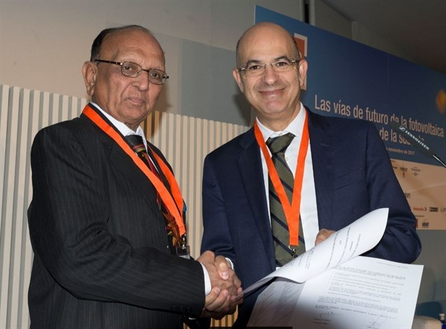 The agreement was signed by UNEF's Jorge Barredo and NSEFI's Pranav Mehta. Credit: UNEF