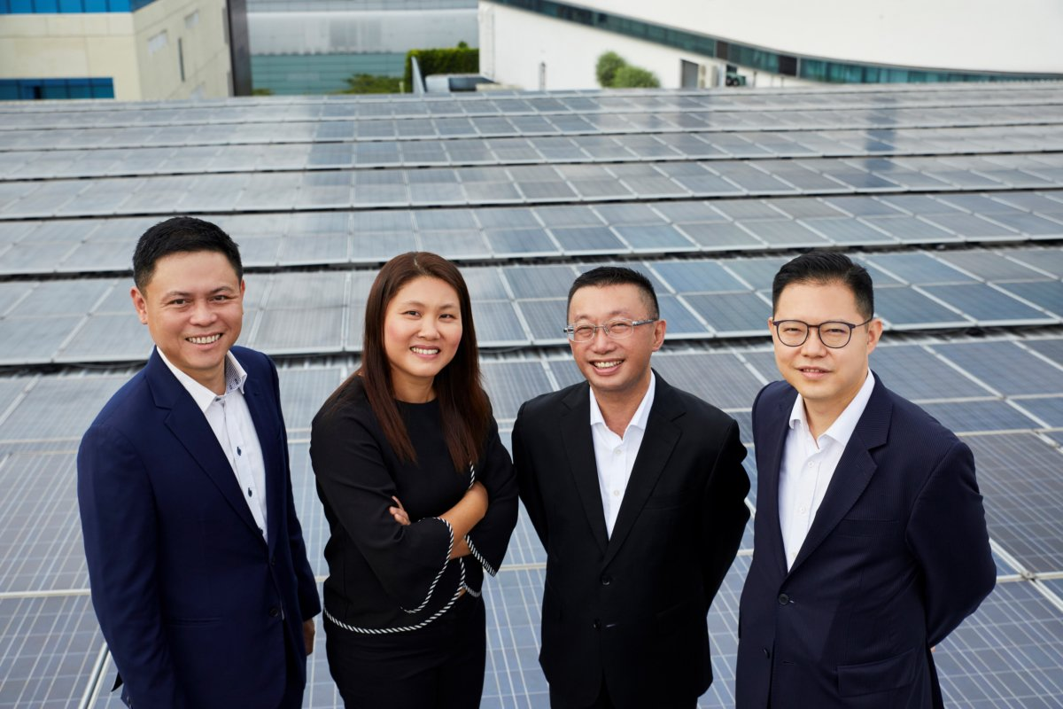 Lawrence Wu (left) hailed the confidence investors have in solar in Singapore. Credit: Sunseap.