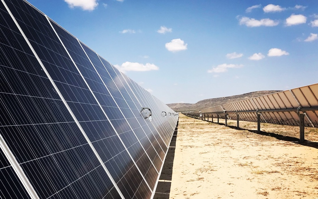 The growth in capex and capacity additions is projected to push combined global solar PV and wind capacity beyond that of global installed natural gas-fired capacity in 2023 and installed coal-fired capacity in 2024. Image: Vistra.
