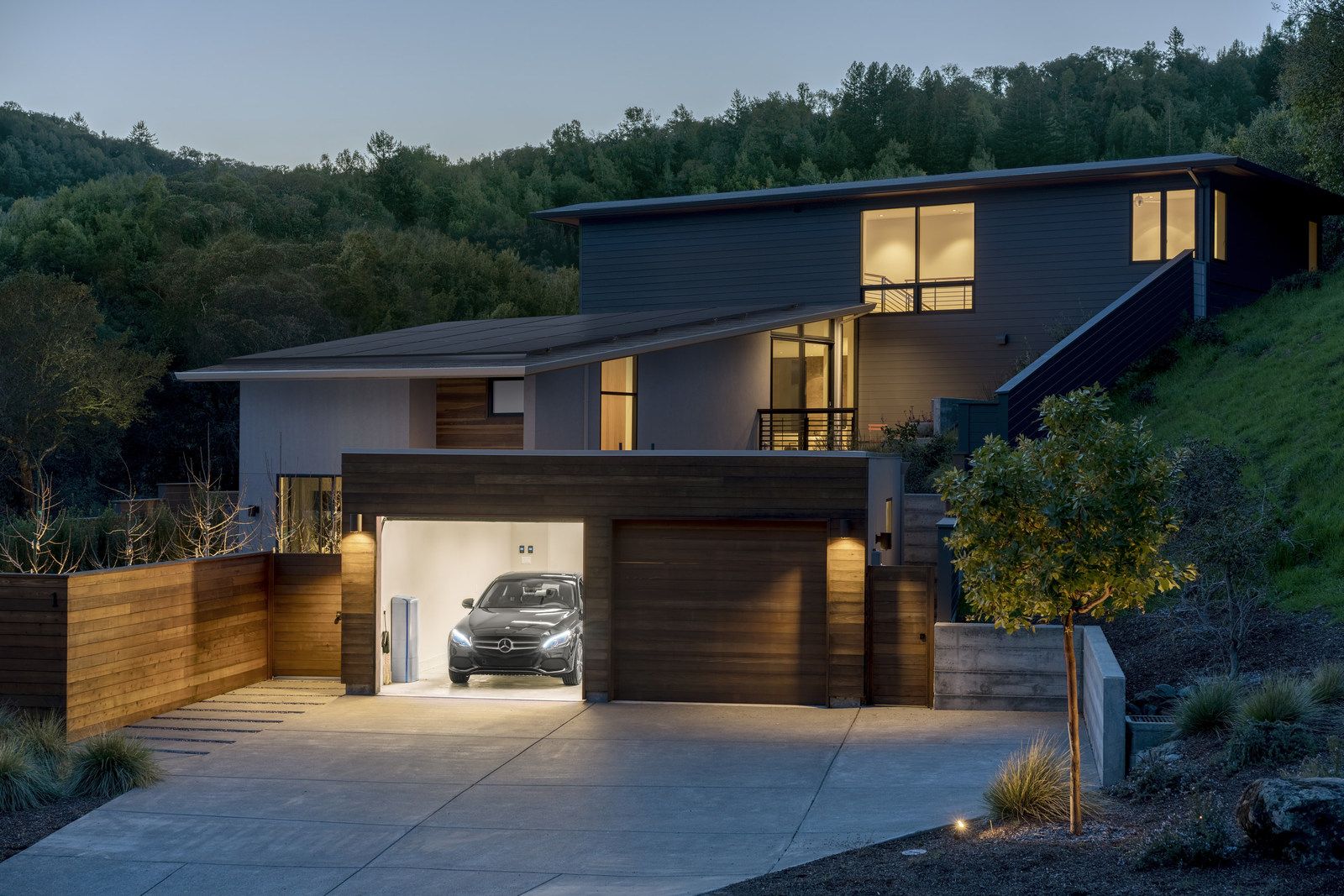 The offering will be available in California first. Image credit: Mercedes-Benz/Vivint Solar