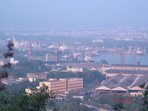 The ports of Vizag (15MW), Paradip (20), New Mangalore (11MW) and Jawaharlal Nehru (25MW) have the largest capacity proposals. Flickr: Pulkit Sinha