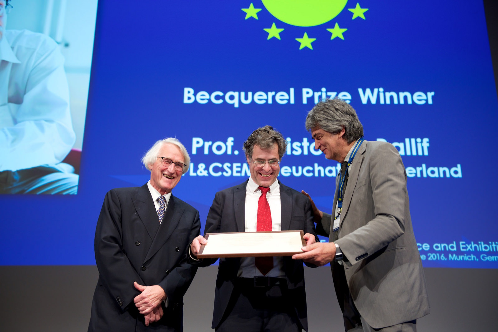 Ballif receiving the prize at the 32nd European Photovoltaic Solar Energy Conference and Exhibition (EUPVSEC). Source: Flickr - EU PVSEC