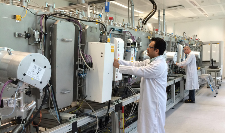 Earlier in 2016, Singulus signed a contract worth around €110 million (US$123 million) for CIGS thin-film production equipment for two 150MW production plants to be built in China using technology from Avancis for CNBM's entry into BIPV and BAPV markets. Image: Acancis