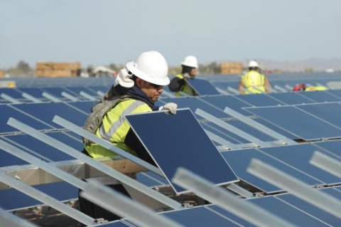CalPERS will own a 25% stake in the Desert Sunlight PV projects. Credit: First Solar