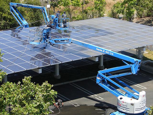 The Googleplex covered in solar panels. Flickr: Avinash Kaushik