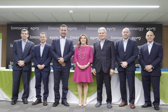 Energy minister María Fernanda Suárez (centre) attended the sealing of the Invenergy-EPM alliance. Image credit: EPM