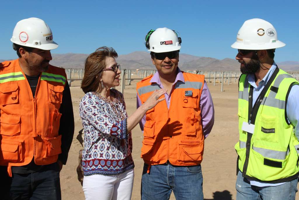 President Michelle Bachelet with construction workers at the project site. Source: Chilean Energy Ministry