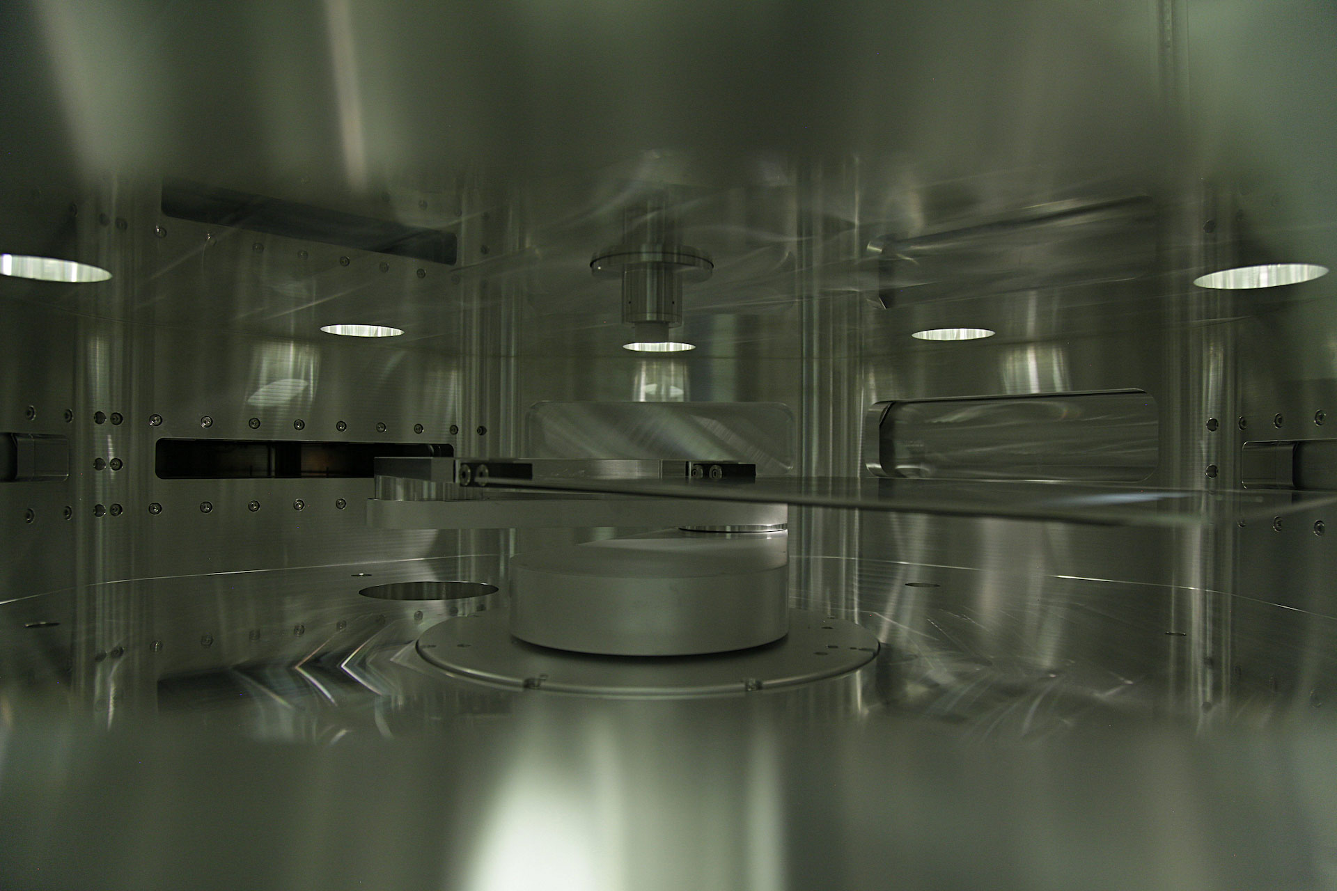 INDEOtec's 'OCTOPUS' series of R&D and production PECVD deposition tools use a proprietary 'Mirror Reactor' concept, which avoids the flipping between the top and bottom wafer deposition, eliminating the contamination issues and provide high throughput levels and the repeatability of high HJ cell conversion efficiencies. Image: INDEOtec